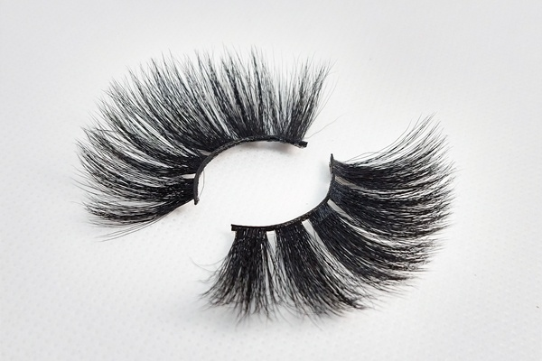 Illusional_Lashes-by-AvanaBeauty-Strip