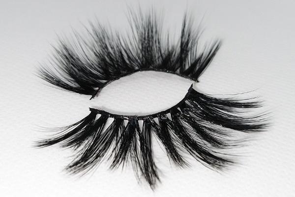 Pretty-Pixie-Ultra-Glam-Lashes-by-AvanaBeauty-Strip